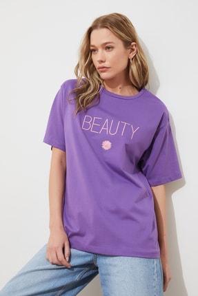 TRENDYOLMİLLA Mor Nakışlı Boyfriend Örme T-shirt TWOSS19IS0051 2
