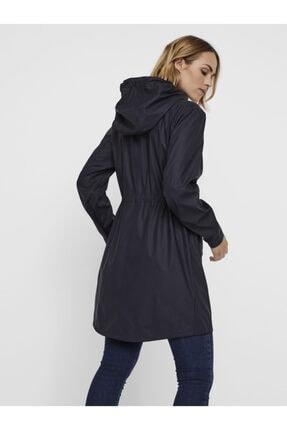Vero Moda Kadın Siyah Kapüşonlu Büzgülü Yağmurluk 3