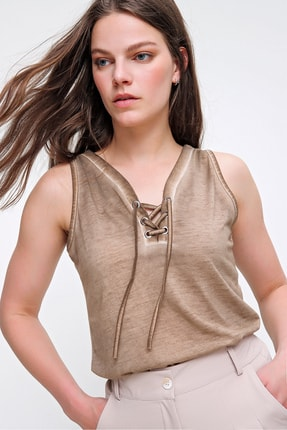 Trend Alaçatı Stili Kadın Bej Kolsuz Kış Gözlü Yıkamalı Bluz MDA-1169 1