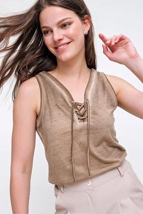 Trend Alaçatı Stili Kadın Bej Kolsuz Kış Gözlü Yıkamalı Bluz MDA-1169 3