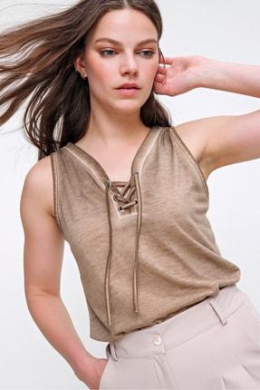 Trend Alaçatı Stili Kadın Bej Kolsuz Kış Gözlü Yıkamalı Bluz MDA-1169 2