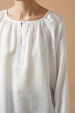 Koton Kadın Beyaz Bisiklet Yaka Uzun Kollu Puantiyeli Bluz 4