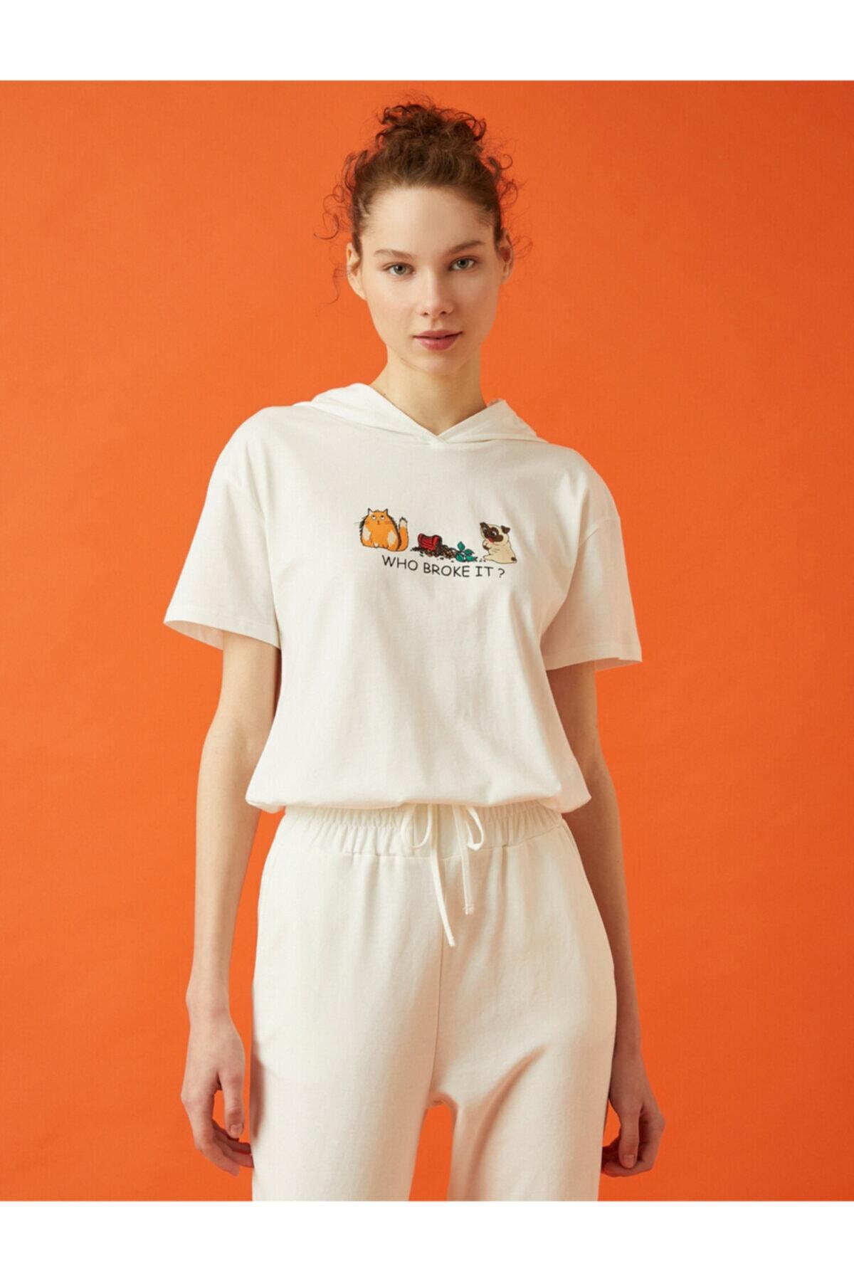 Kadın Ekru Kapüsonlu Baskili Kisa Kollu T-Shirt