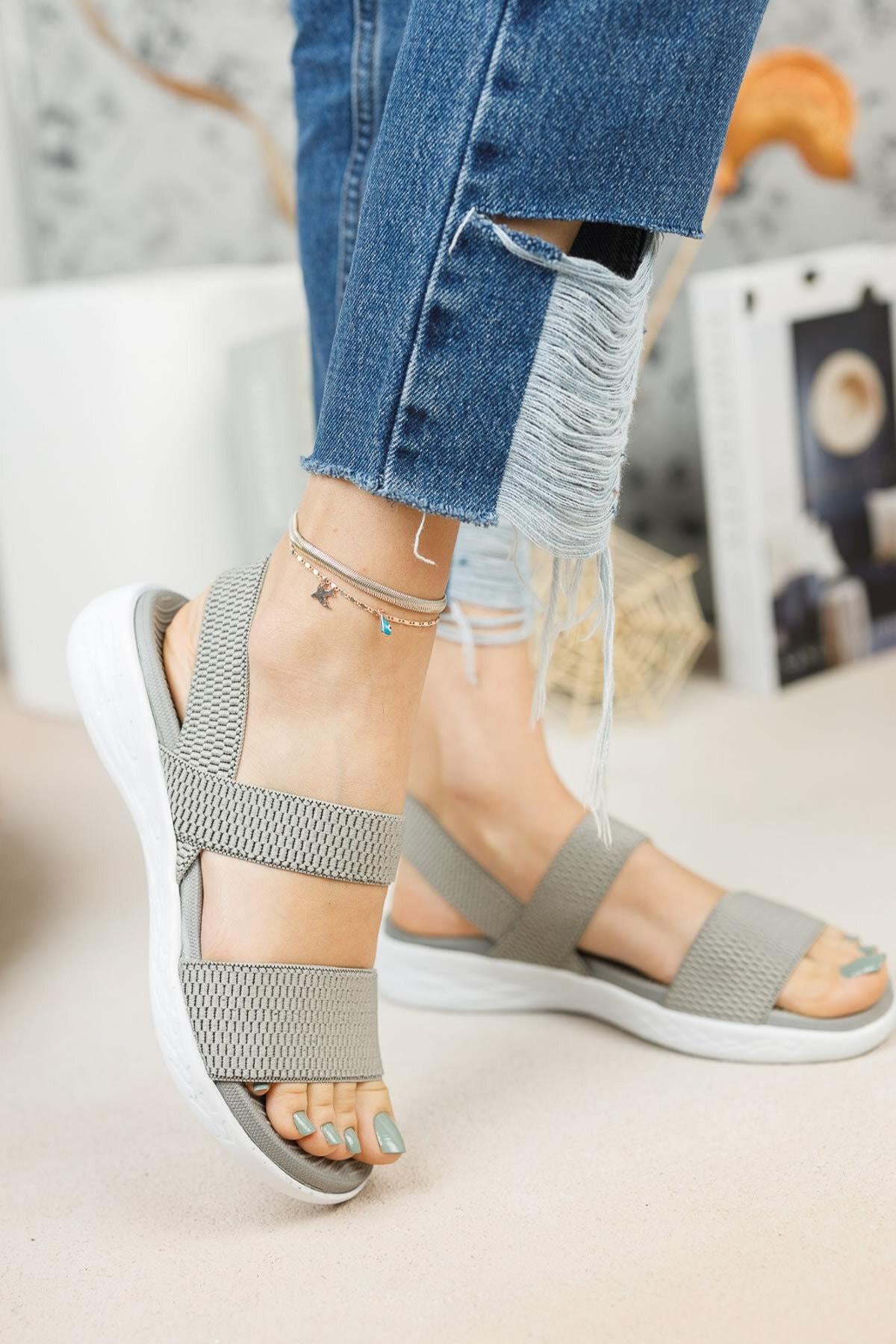 Kadın Gri Lastik Bantlı Sandalet