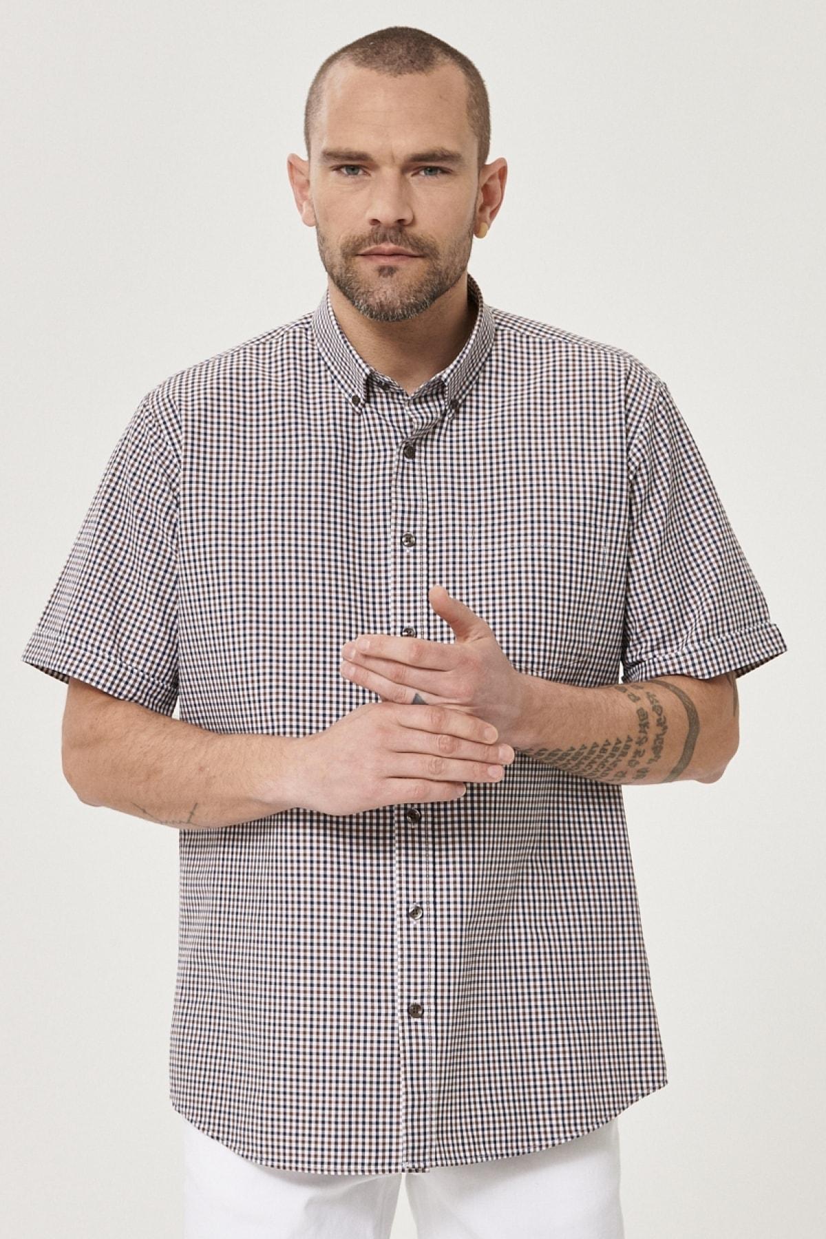 Erkek Beyaz-Kahverengi Regular Fit Düğmeli Yaka Kısa Kollu Yazlık Kareli Gömlek