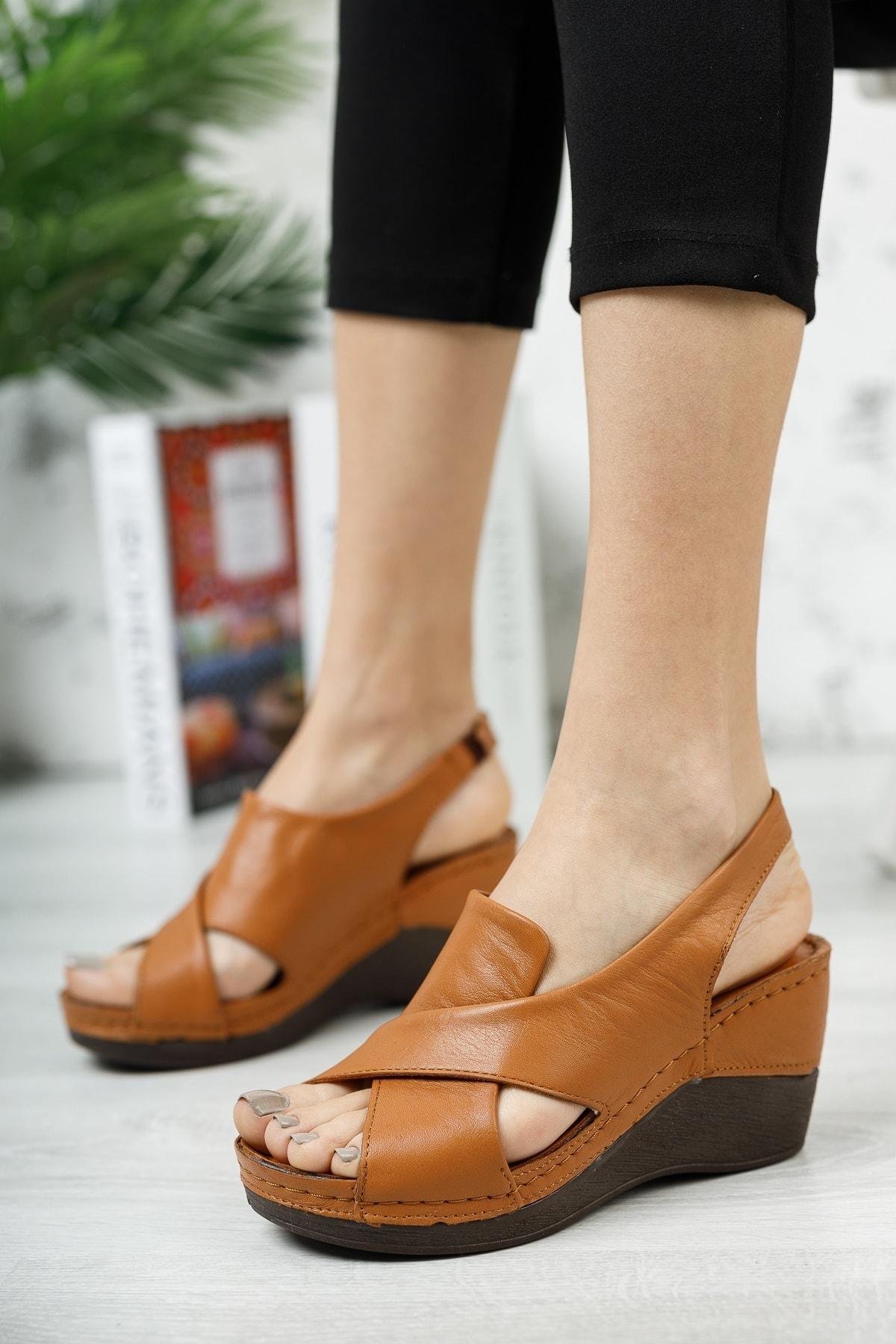 Kadın Kahverengi Hakiki Deri Dolgu Topuklu Deri Sandalet