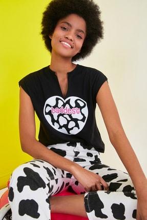 TRENDYOLMİLLA Siyah Baskılı Semifitted Örme T-Shirt TWOSS21TS1181 0