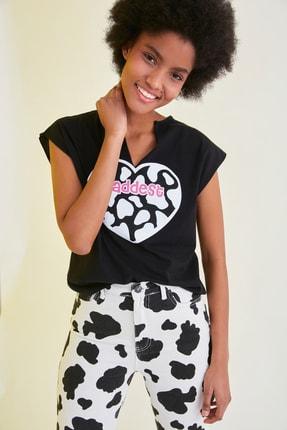 TRENDYOLMİLLA Siyah Baskılı Semifitted Örme T-Shirt TWOSS21TS1181 2