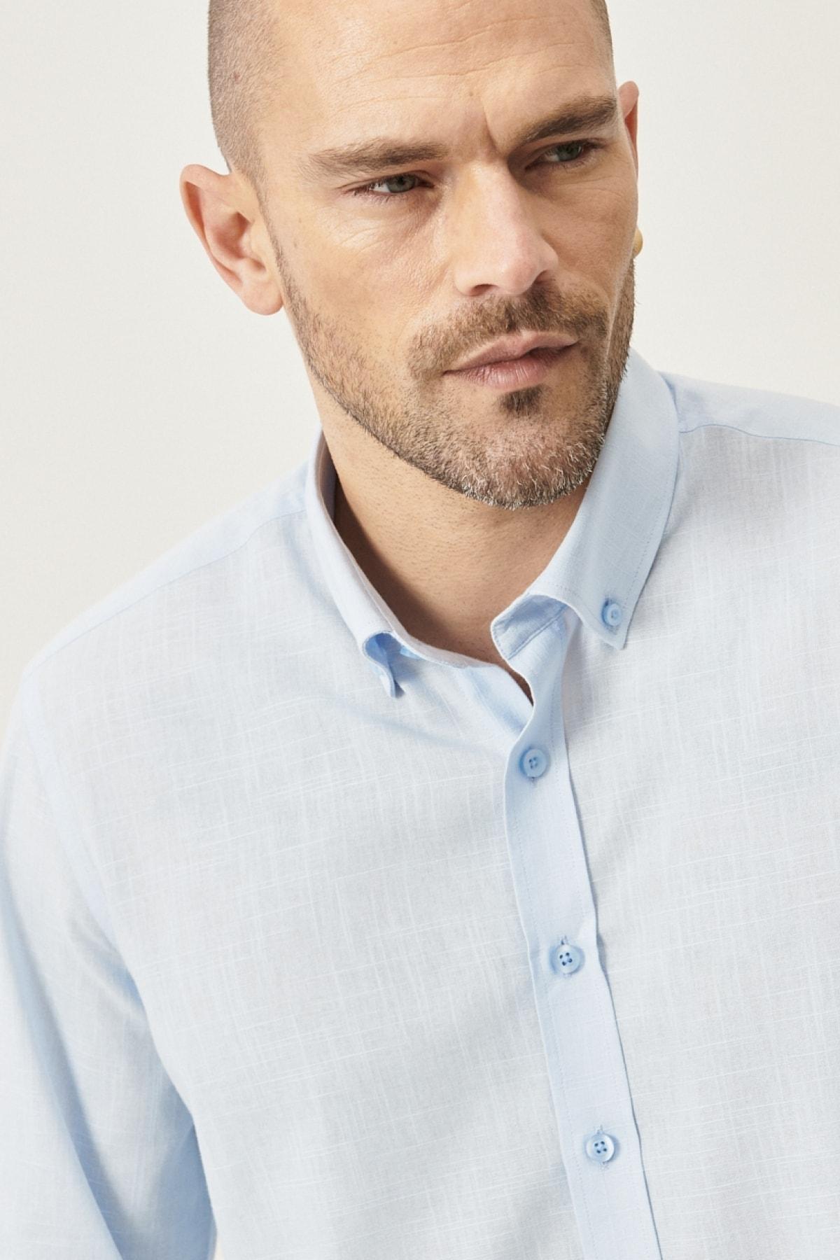 Erkek Açık Mavi Tailored Slim Fit Dar Kesim Düğmeli Yaka %100 Koton Gömlek