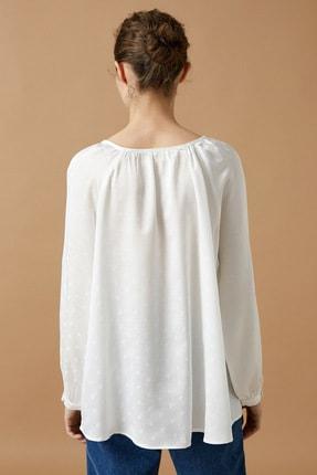 Koton Kadın Beyaz Bisiklet Yaka Uzun Kollu Puantiyeli Bluz 3