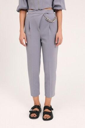 Quzu Kadın Gri Zincir Aksesuarlı Yüksel Bel Pantolon 0
