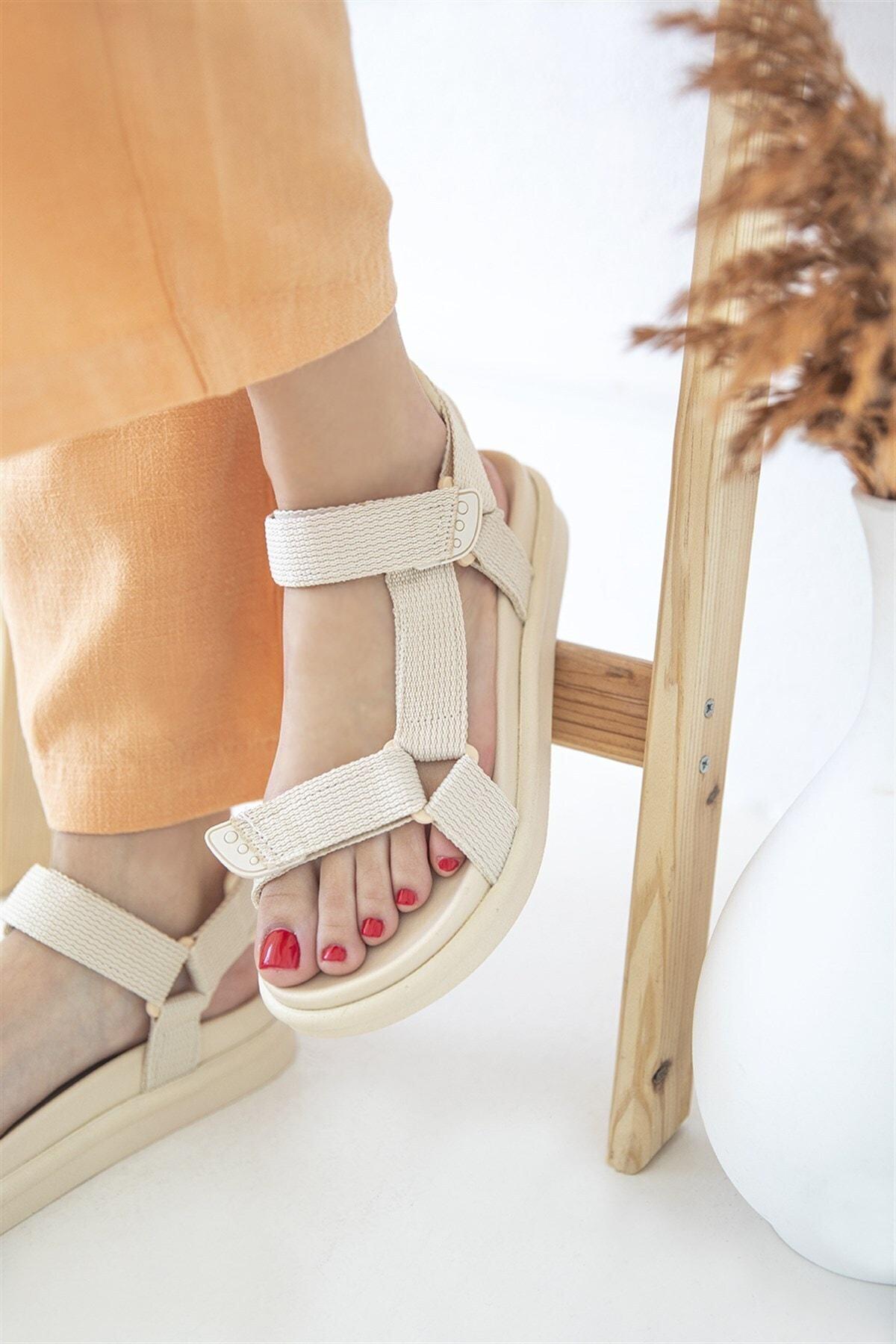 Kadın Cırt Detay Günlük Sandalet Bej