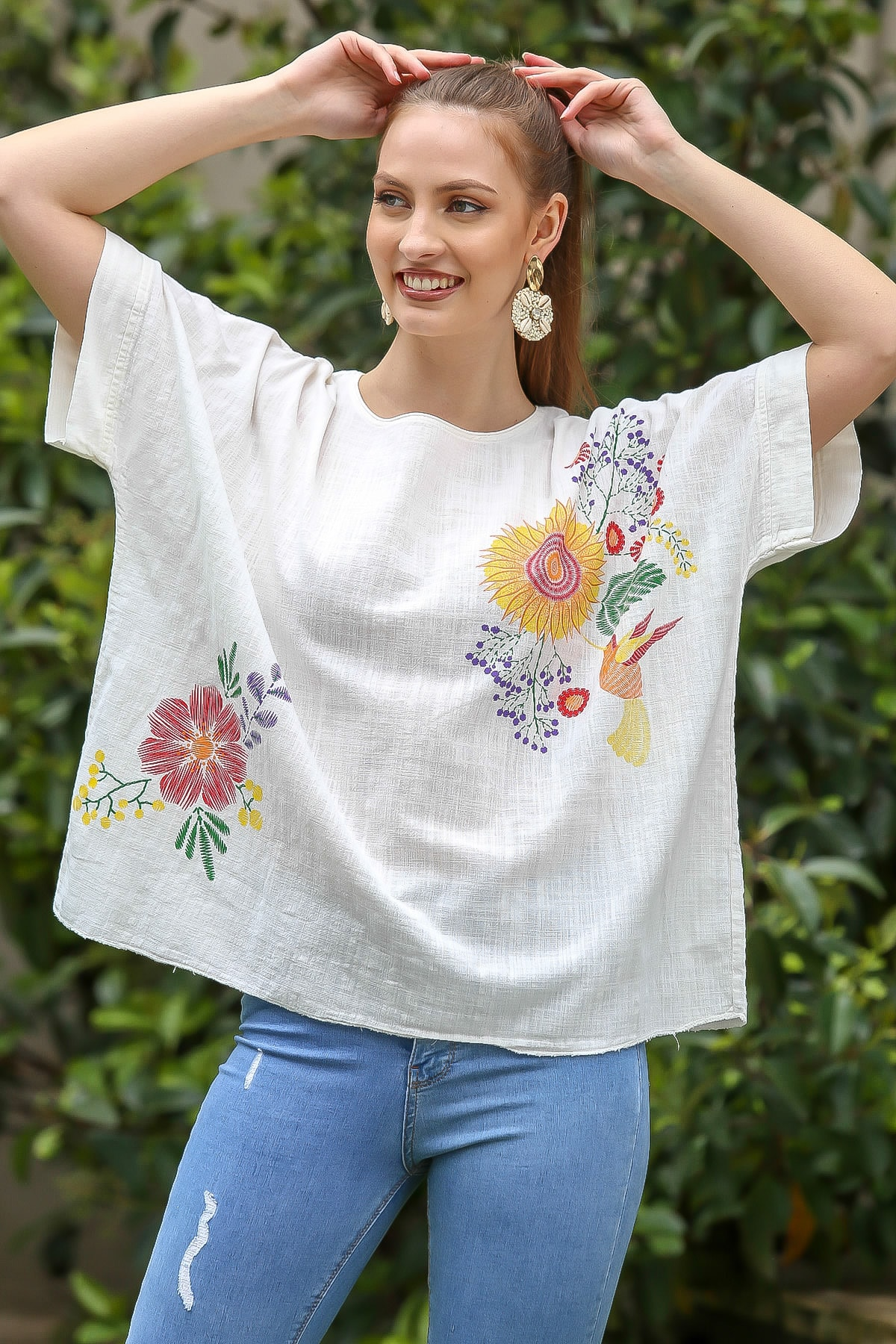 Kadın Beyaz Sıfır Yaka Günebakan Çiçek Desenli Salaş Dokuma Bluz M10010200BL95412