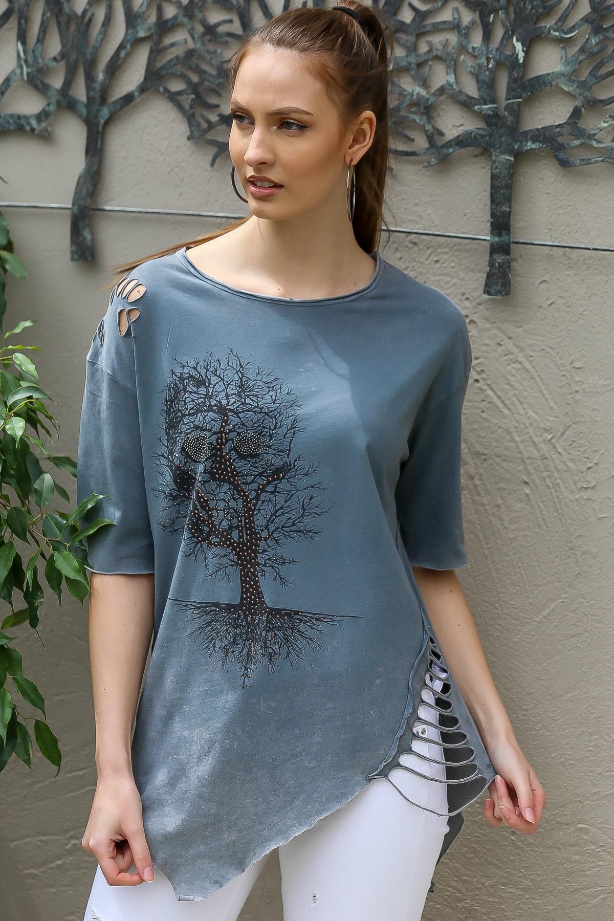 Kadın Gri Sıfır Yaka Dev Ağaç Baskılı Yanı Lazer Kesim Asimetrik Yıkamalı T-Shirt M10010300TS98234