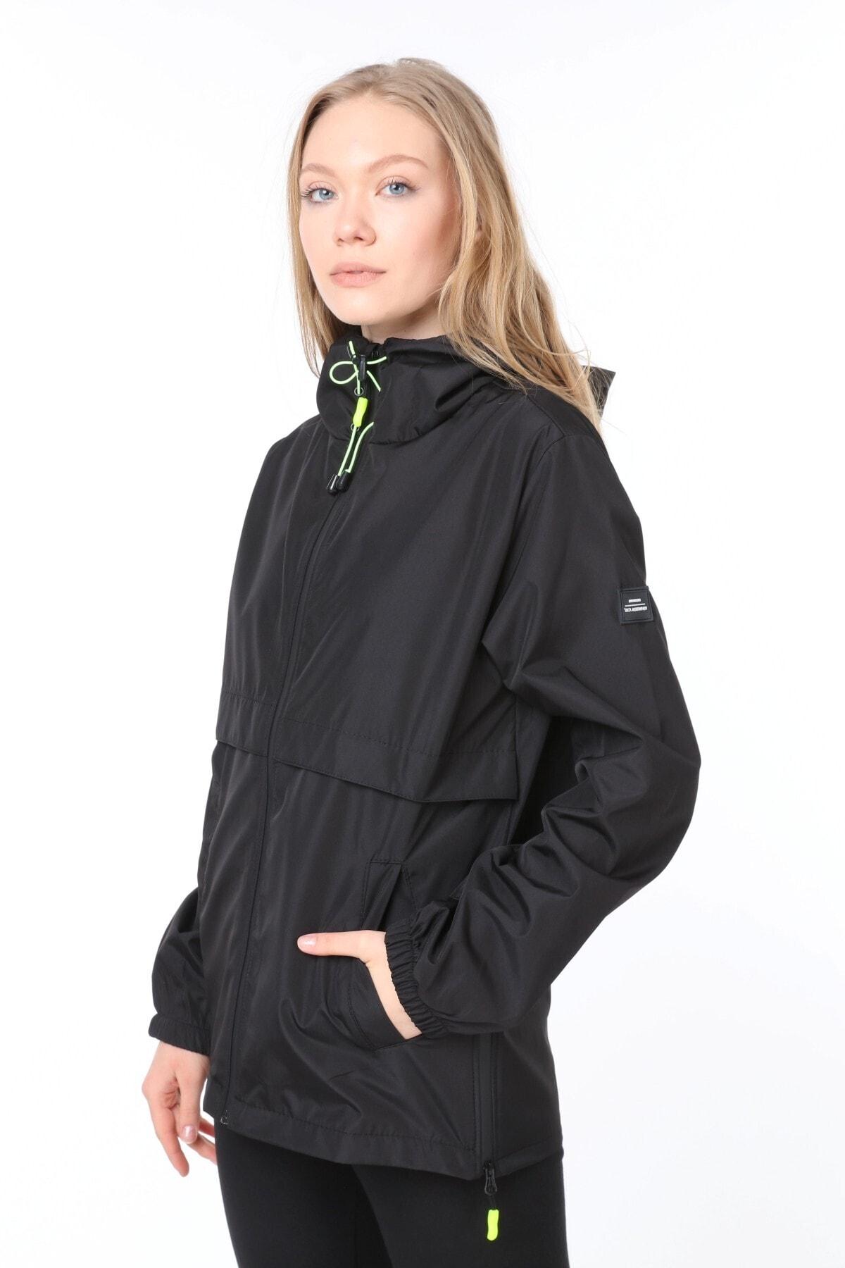 Kadın Yırtmaç Detaylı Mevsimlik Siyah Spor Ceket