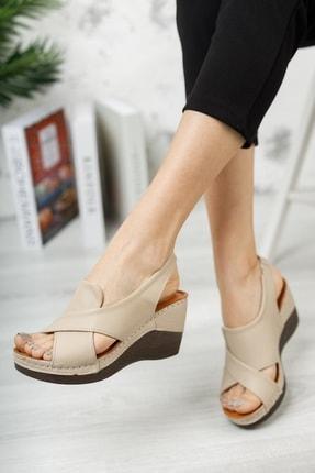 M&B Collection Kadın  Bej Hakiki Deri Dolgu Topuklu Deri Sandalet 1