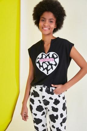 TRENDYOLMİLLA Siyah Baskılı Semifitted Örme T-Shirt TWOSS21TS1181 1