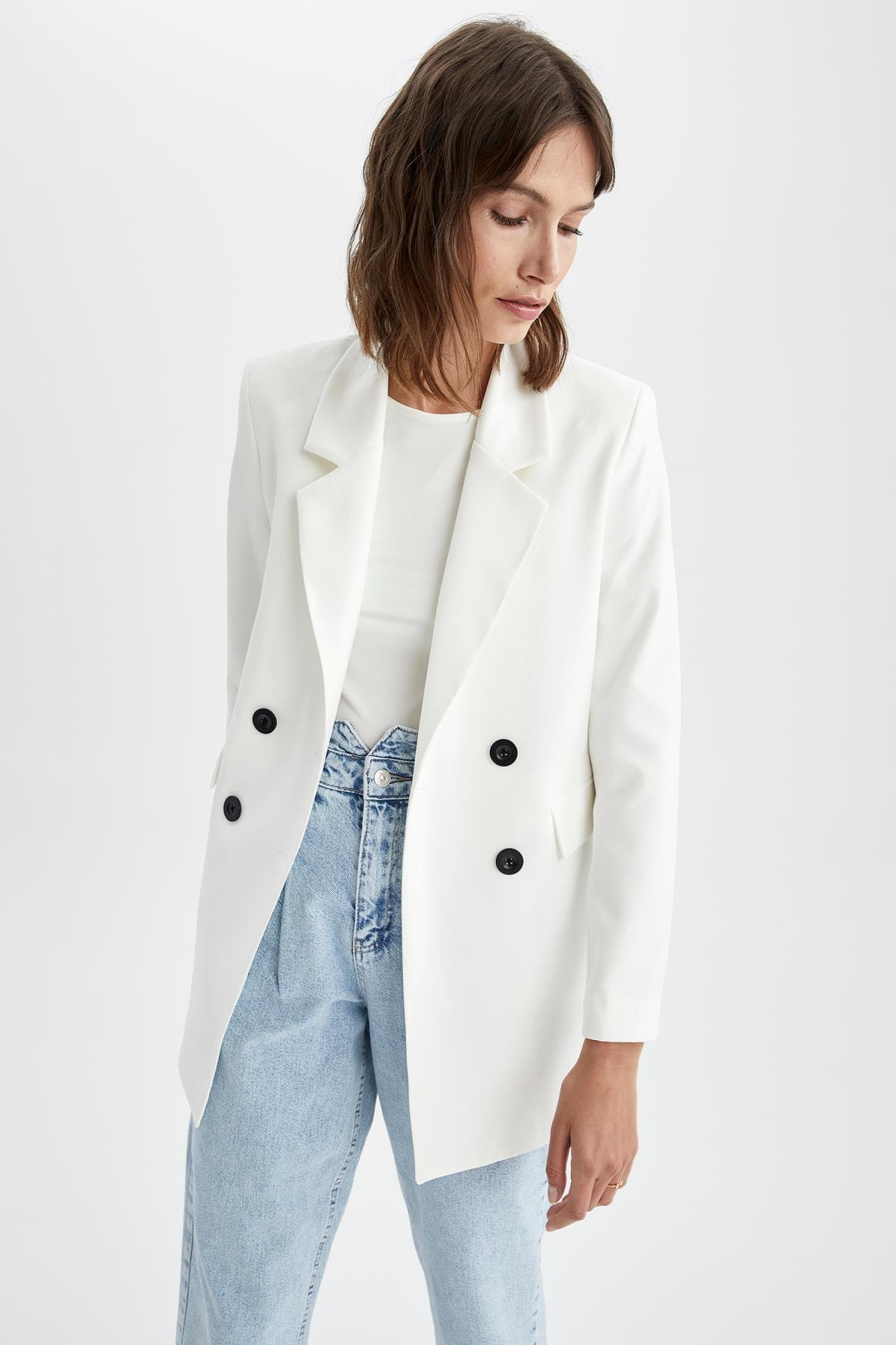 Kadın Ekru Kapaklı Cepli Relax Fit Uzun Kollu Blazer Ceket