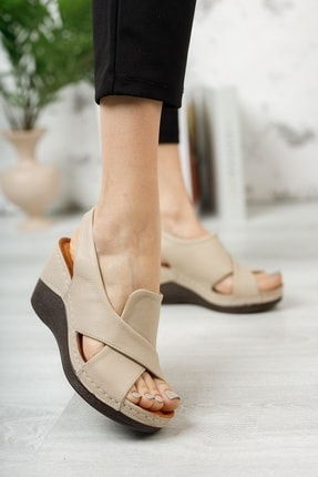 M&B Collection Kadın  Bej Hakiki Deri Dolgu Topuklu Deri Sandalet 2