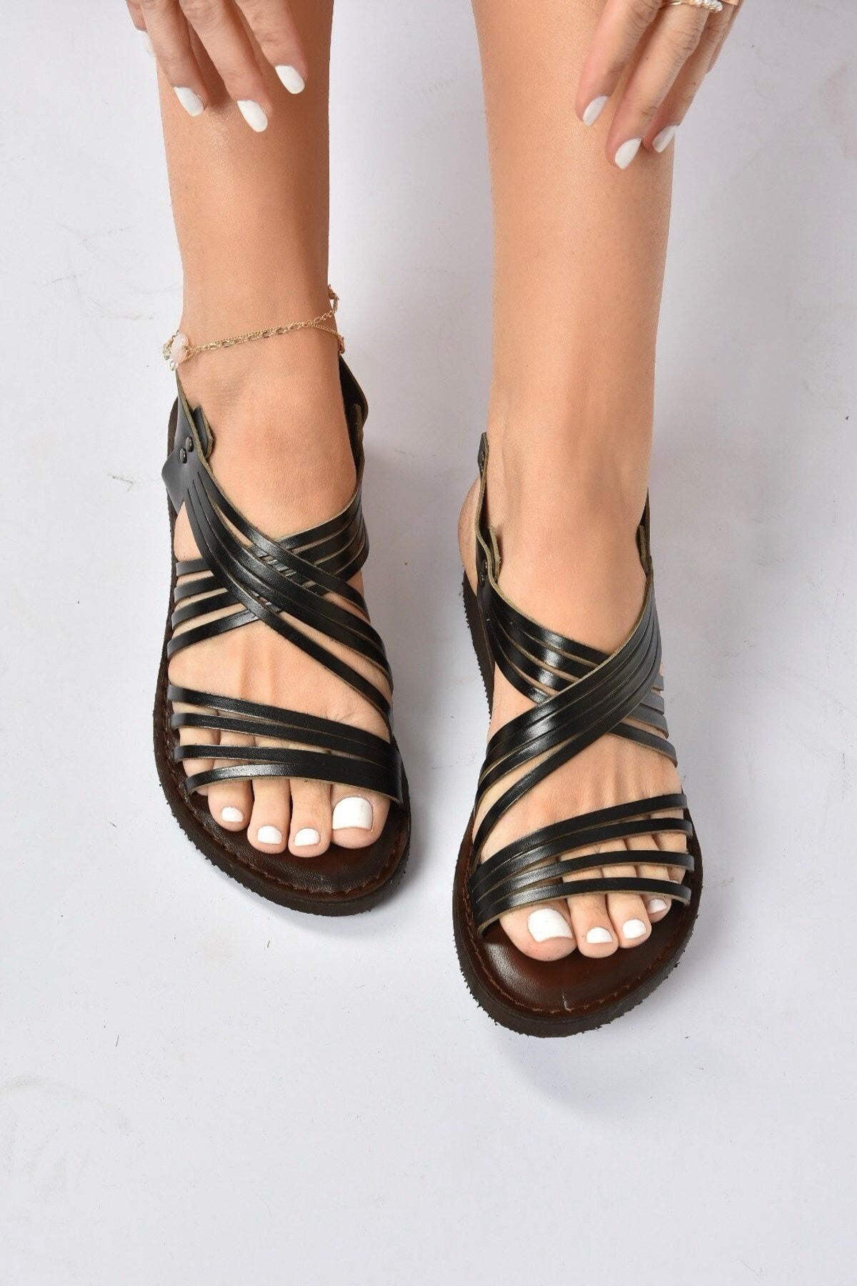 Kadın Siyah Hakiki Deri Sandalet K374680503
