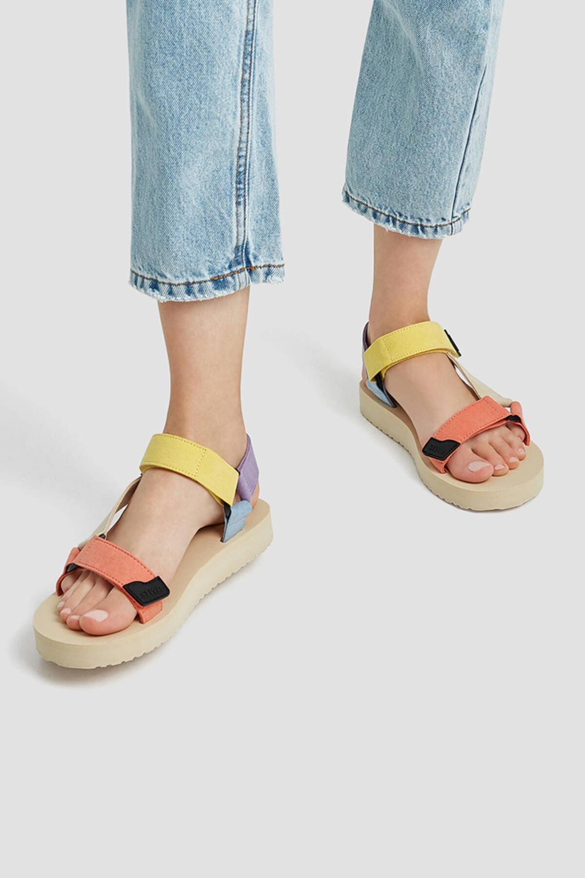 Pull & Bear Kadın Çok Renkli Çok Renkli Spor Sandalet 11708740 1