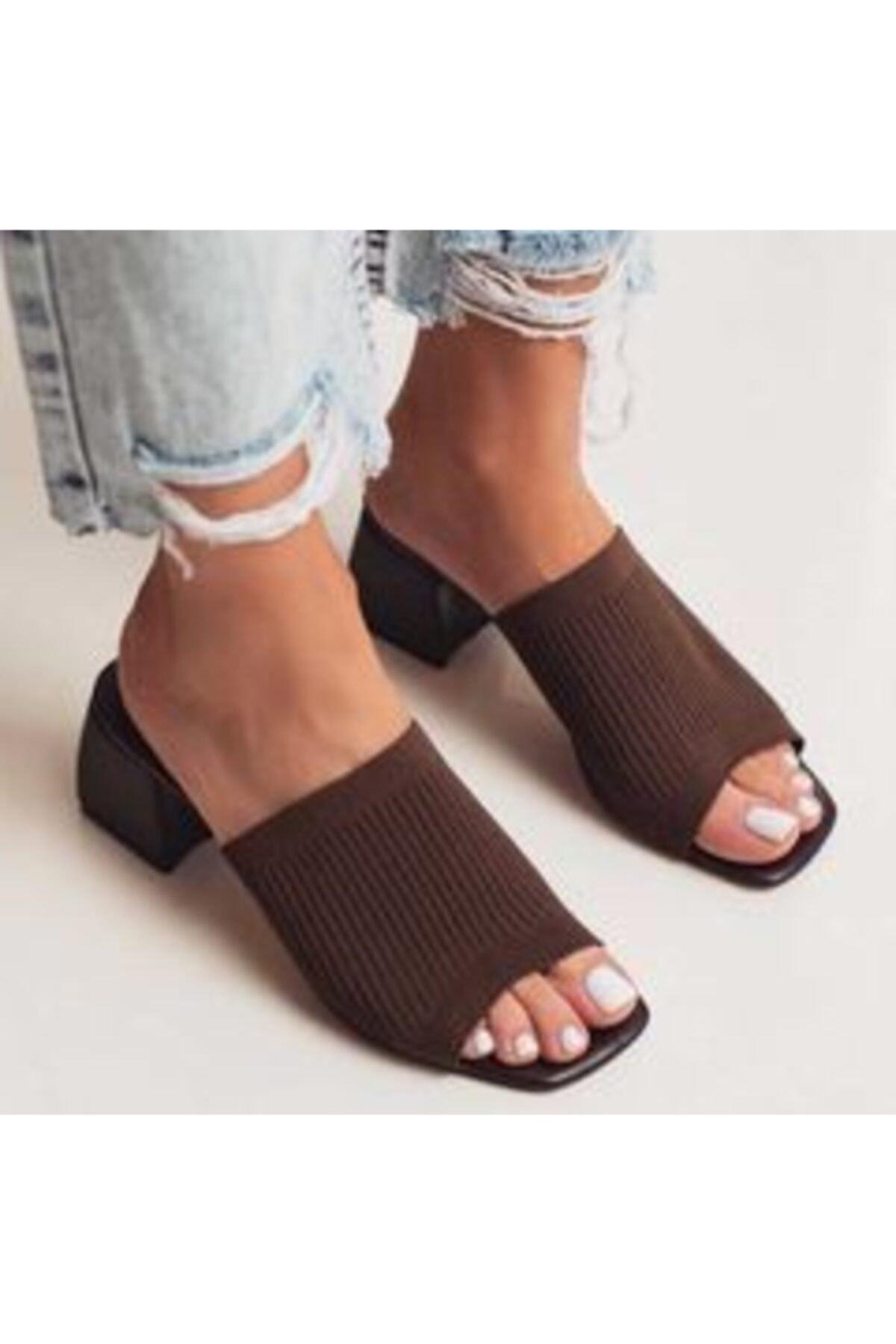 Kadın Kahverengi Topuklu Triko Terlik