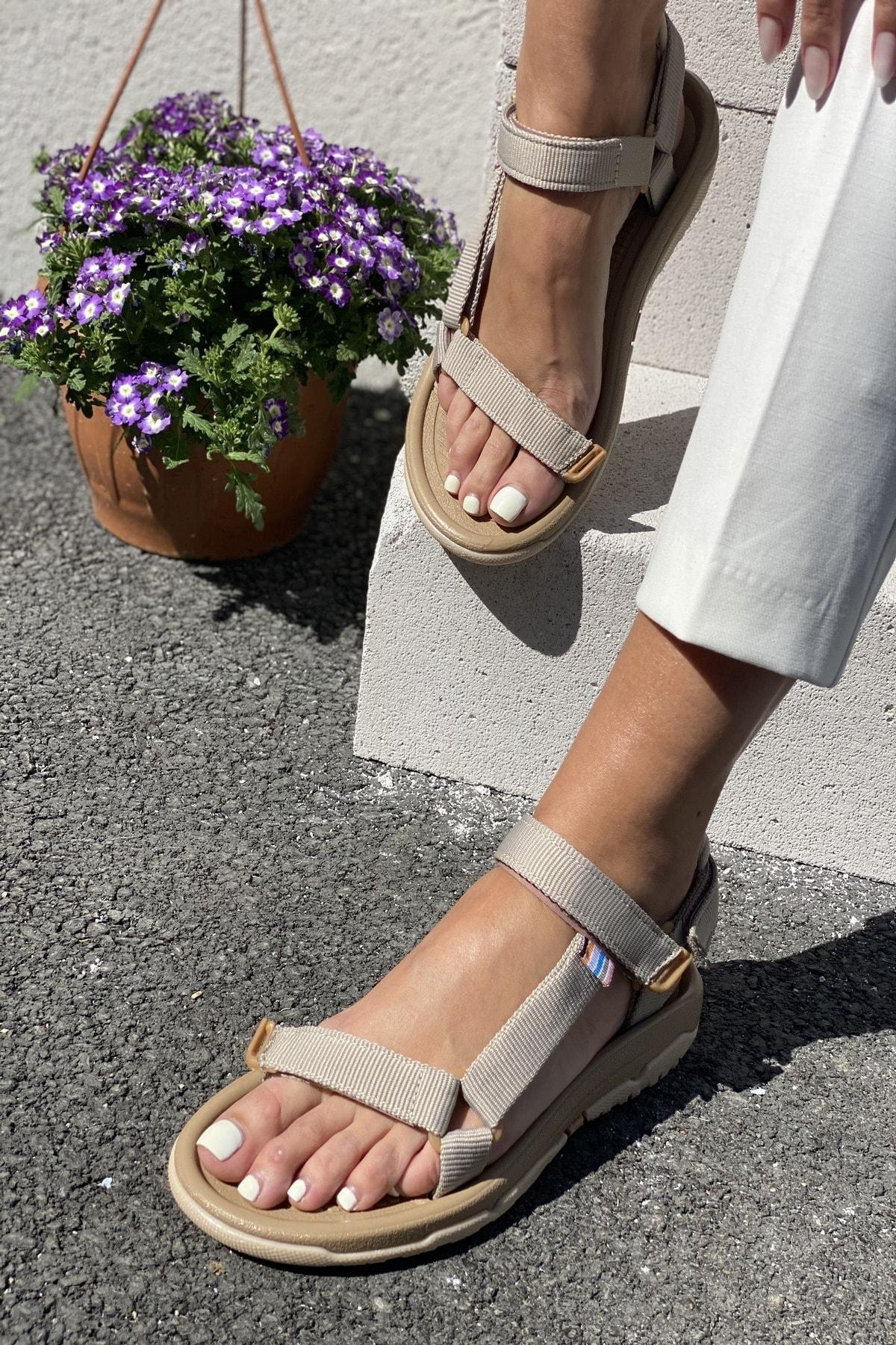 Kadın Bej Sandalet