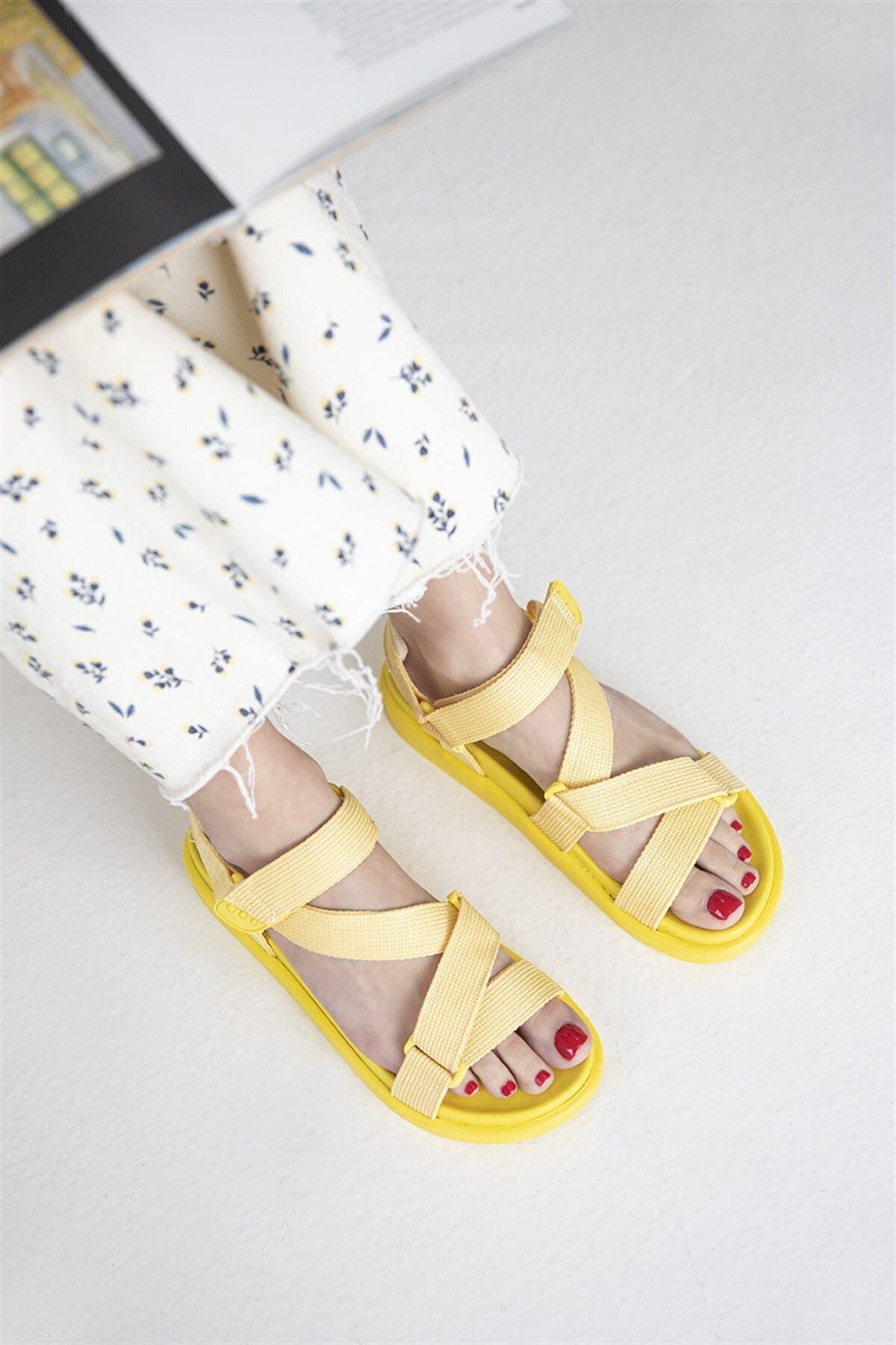 Kadın Sarı Cırt Detay Günlük Sandalet