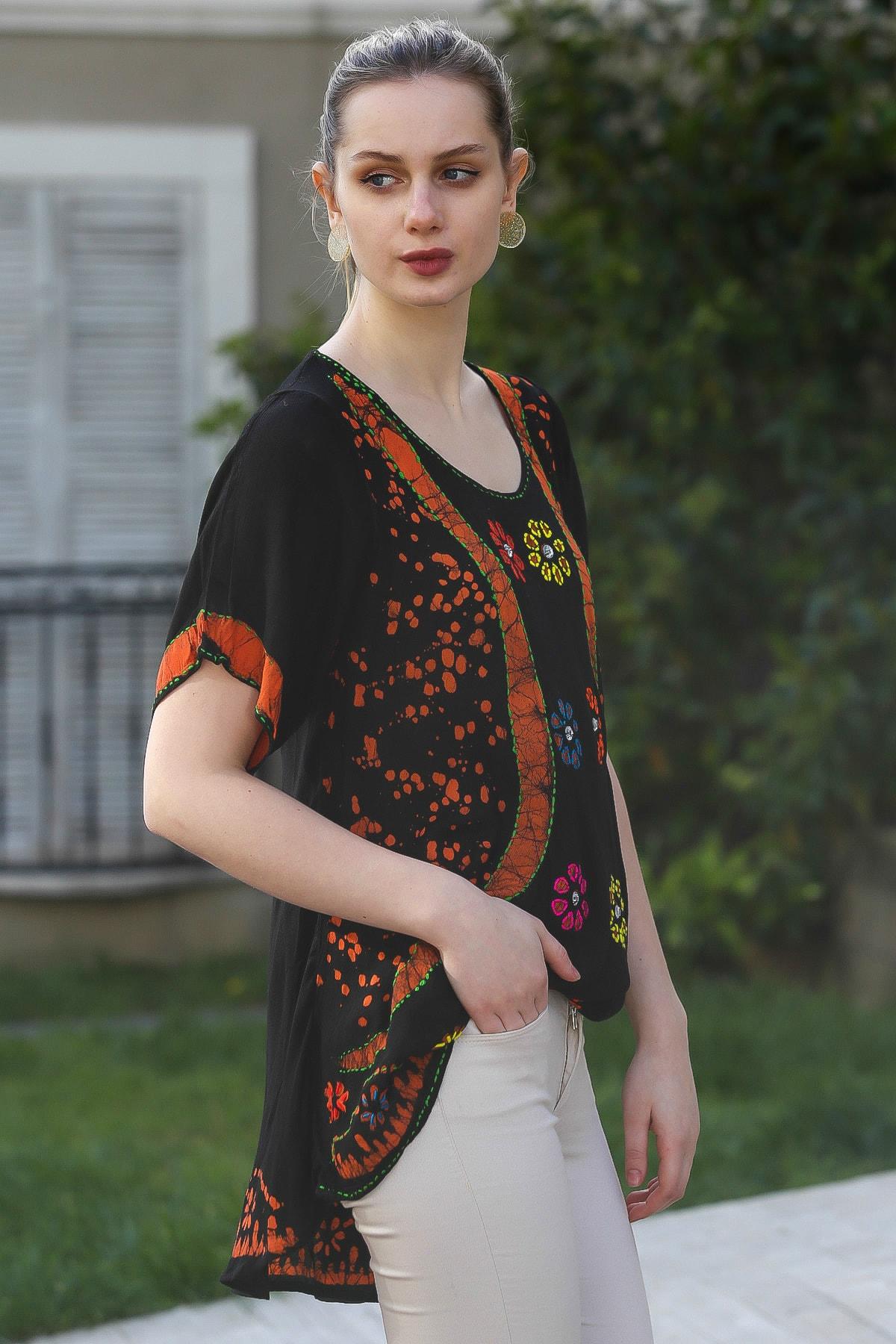 Chiccy Kadın Siyah U Yaka Çiçek Nakışlı Batik Desenli Salaş Tunik Bluz M10010200BL95380 3
