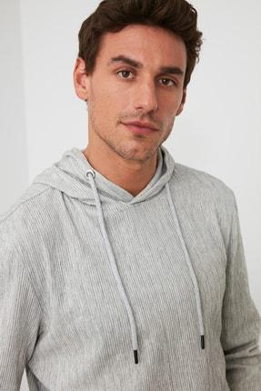 TRENDYOL MAN Gri Erkek Kapüşonlu Regular Sweatshirt TMNAW21SW0629 1