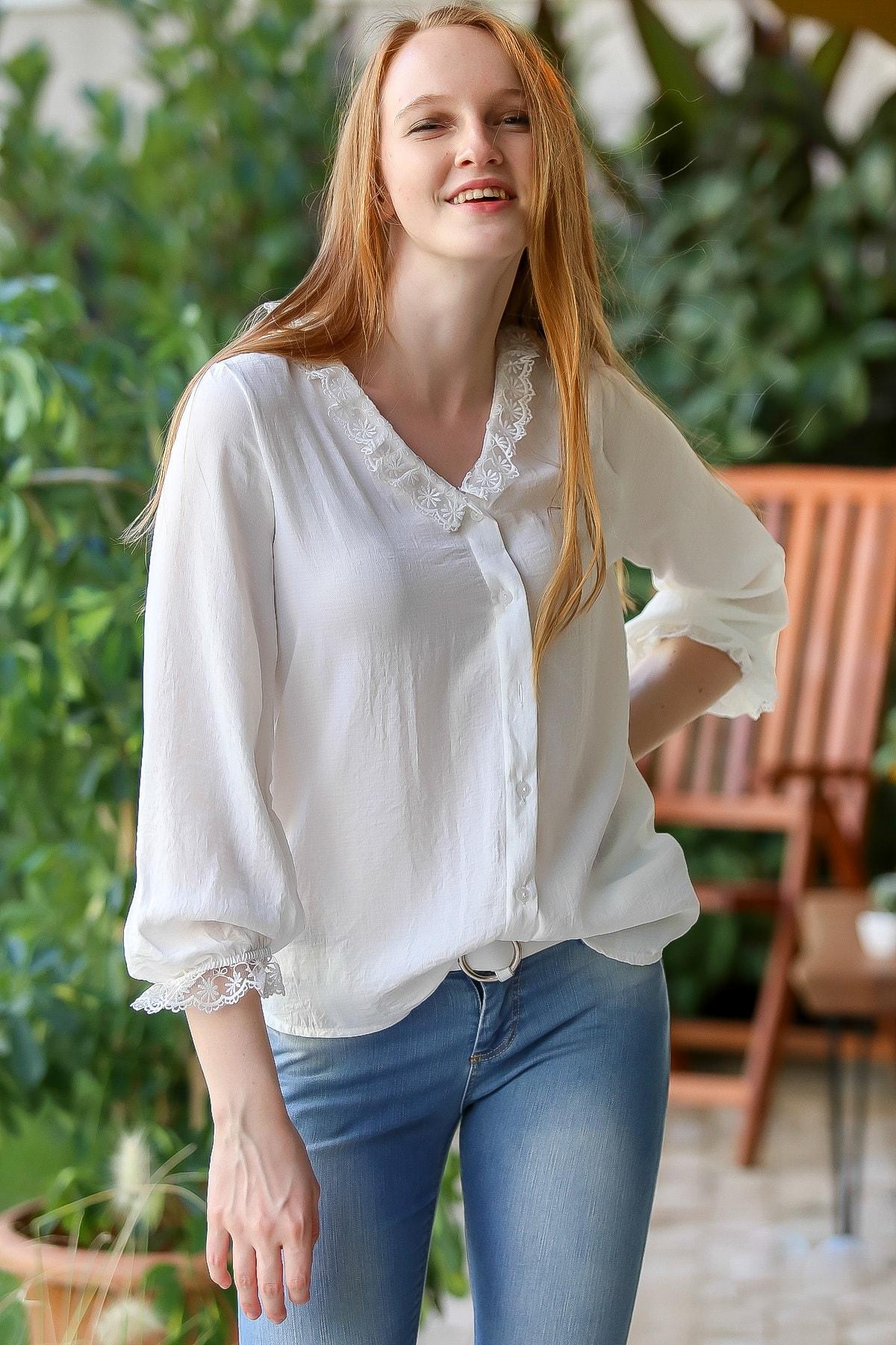 Chiccy Kadın Beyaz Vintage yakası ve kol ucu dantel detaylı düğmeli bluz M10010200BL96061