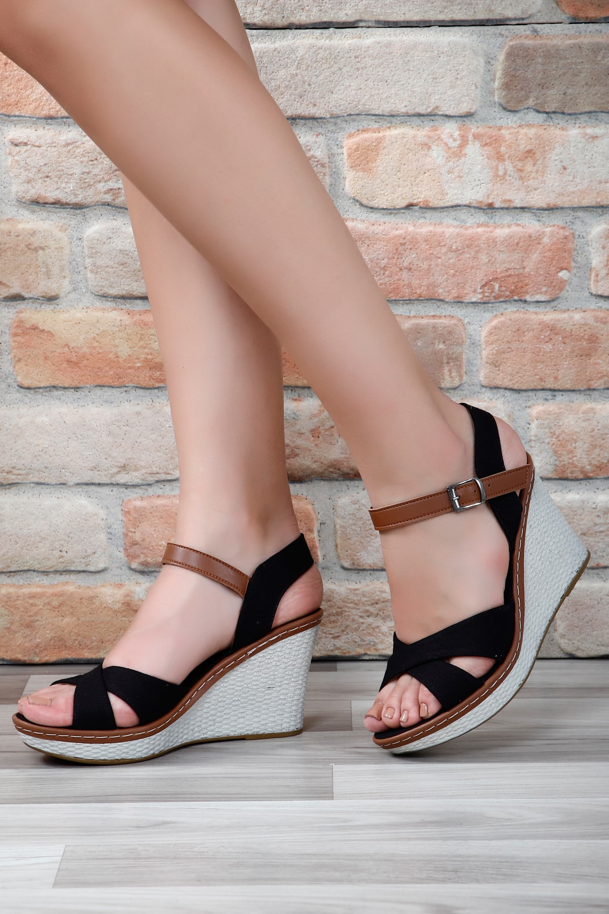 G.Ö.N Siyah Keten Kadın Sandalet