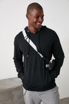 TRENDYOL MAN Siyah Erkek Regular Fit Kapüşonlu Kanguru Cepli Uzun Kollu Sweatshirt TMNAW20SW0162 1
