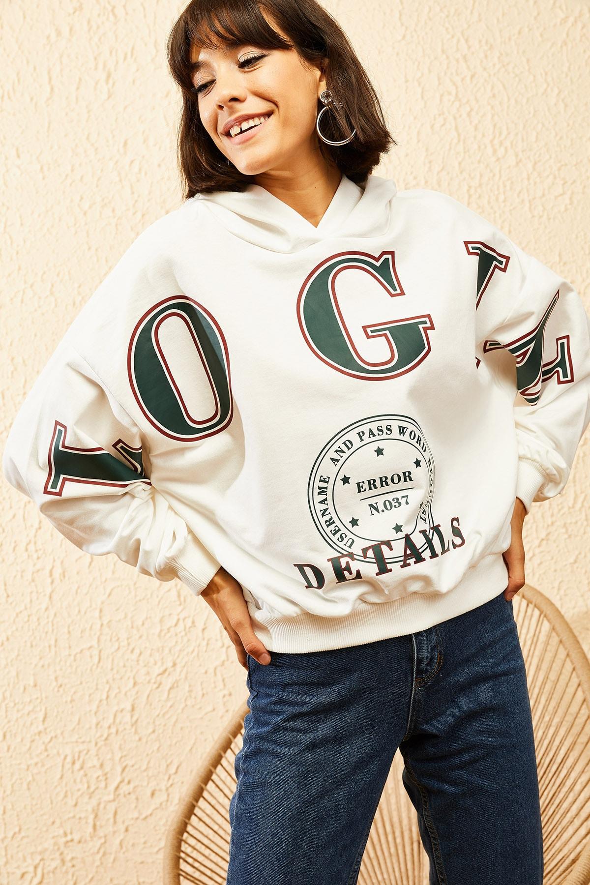 Bianco Lucci Kadın Beyaz Kapüşonlu Yeşil Login Baskılı Oversize Sweatshirt 10121035 1