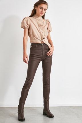 TRENDYOLMİLLA Koyu Kahverengi Kaplamalı Yüksek Bel Skinny Jeans TWOAW21JE0349 1