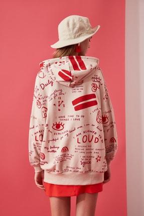 TRENDYOLMİLLA Bej Baskılı Uzun Oversize Örme Sweatshirt TWOAW21SW0378 3