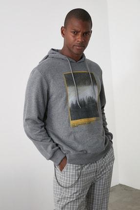 TRENDYOL MAN Antrasit Erkek Baskılı Kapüşonlu Regular Sweatshirt TMNAW21SW0519 0