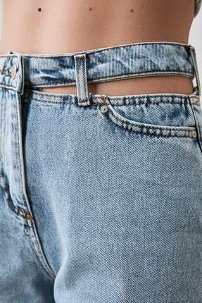 TRENDYOLMİLLA Mavi Cut Out Detaylı Yüksek Bel Mom Jeans TWOAW21JE0268 3