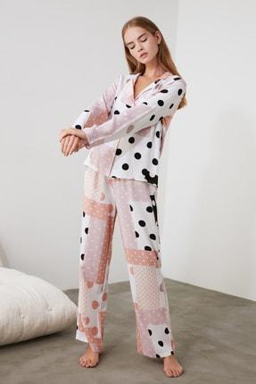 TRENDYOLMİLLA Patch Desen Dokuma Pijama Takımı THMAW21PT0046 1