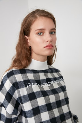 TRENDYOLMİLLA Lacivert Dik Yaka Ekoseli Loose Örme Sweatshirt TWOAW21SW0151 0