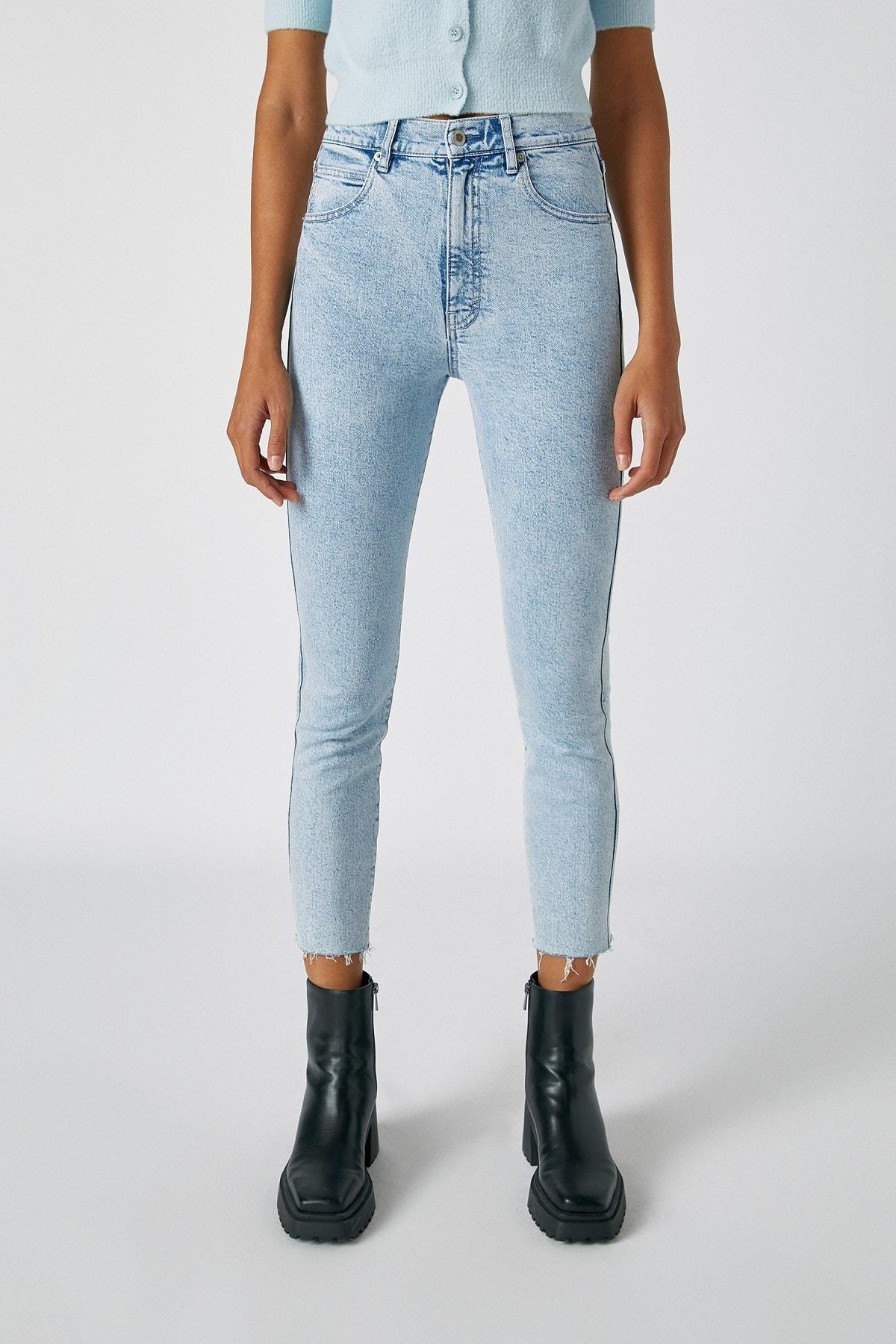 Pull & Bear Kadın Açık Mavi Comfort Slim Fit Mom Jean 05682305 4