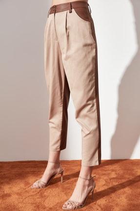 TRENDYOLMİLLA Taş Düz Kesim Suni Deri Detaylı Pantolon TWOAW21PL0152 3