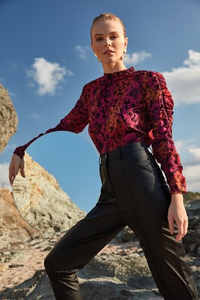 TRENDYOLMİLLA Çok Renkli Kol Detaylı Çiçek Desenli Bluz TWOAW20BZ0763 0