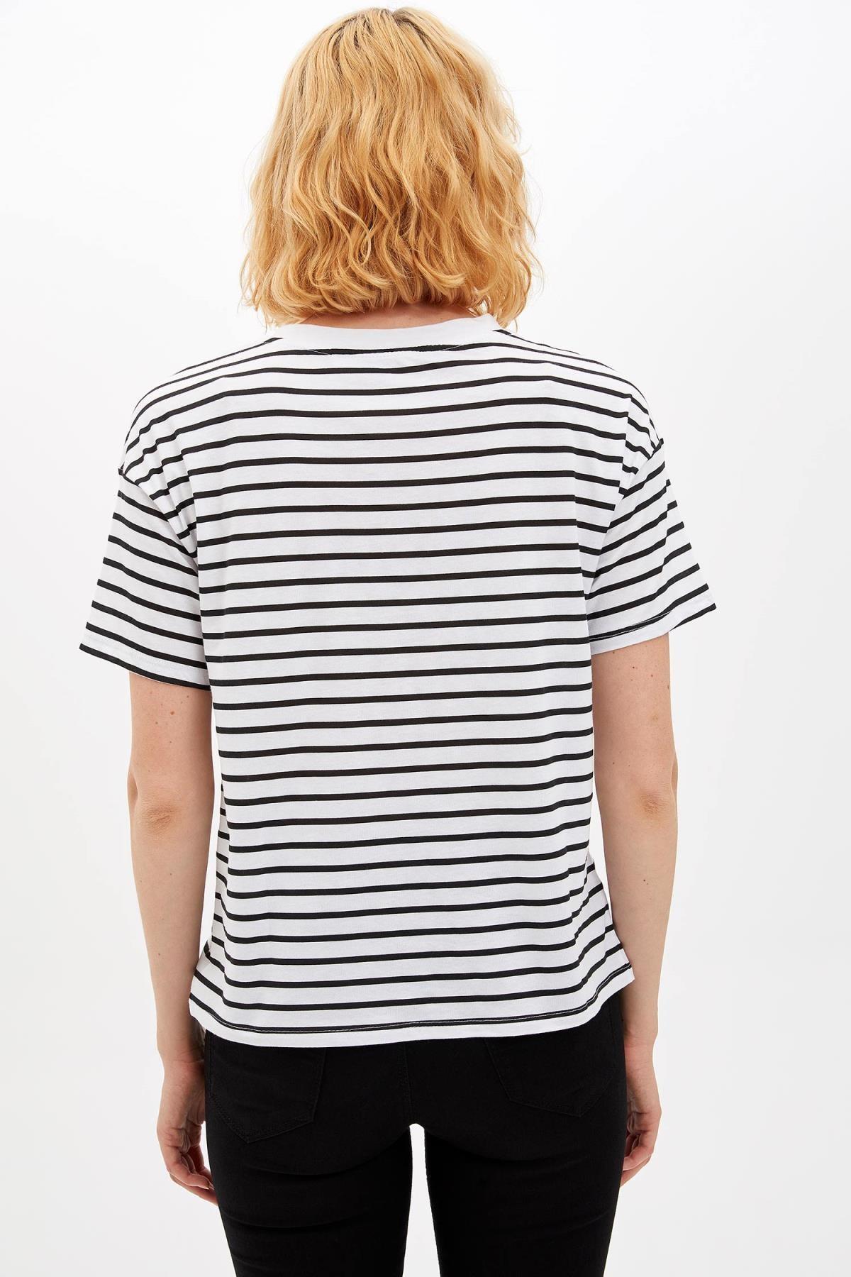 Defacto Kadın Beyaz Garfield Lisanslı Kısa Kollu T-shirt M2396AZ.19AU.WT34 4