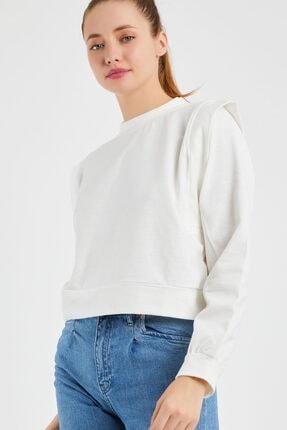OFLEE Kadın Beyaz Omuzları Detaylı Kısa Sweatshirt 0