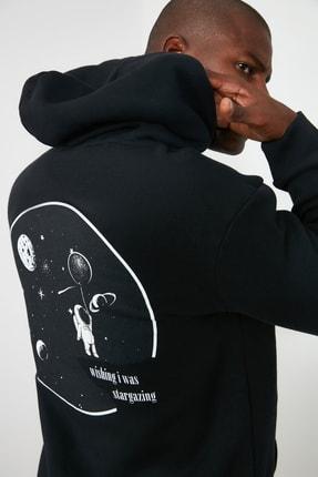 TRENDYOL MAN Siyah Erkek Kapüşonlu Regular Sırt Baskılı Sweatshirt TMNAW21SW0635 0