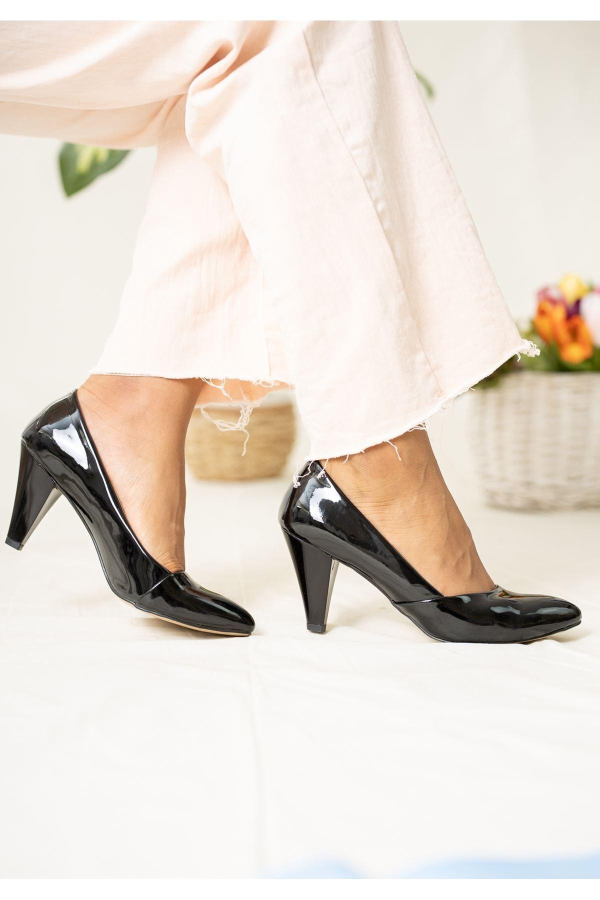epaavm Kadın Siyah Sivri Burun Rugan Topuklu Ayakkabı