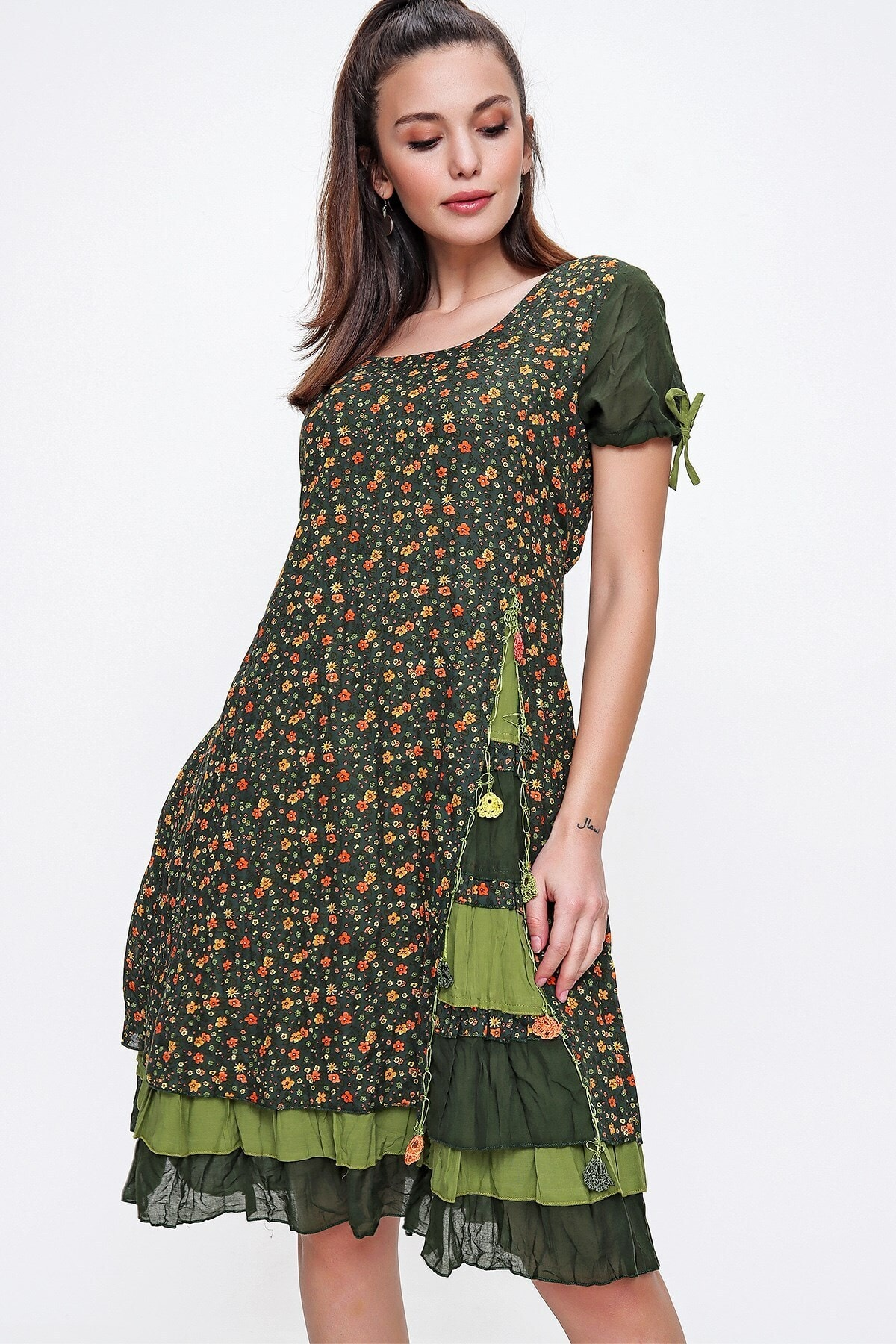 Kadın Haki Kolları Büzgülü Kat Kat Etekli Çiçekli Otantik Elbise