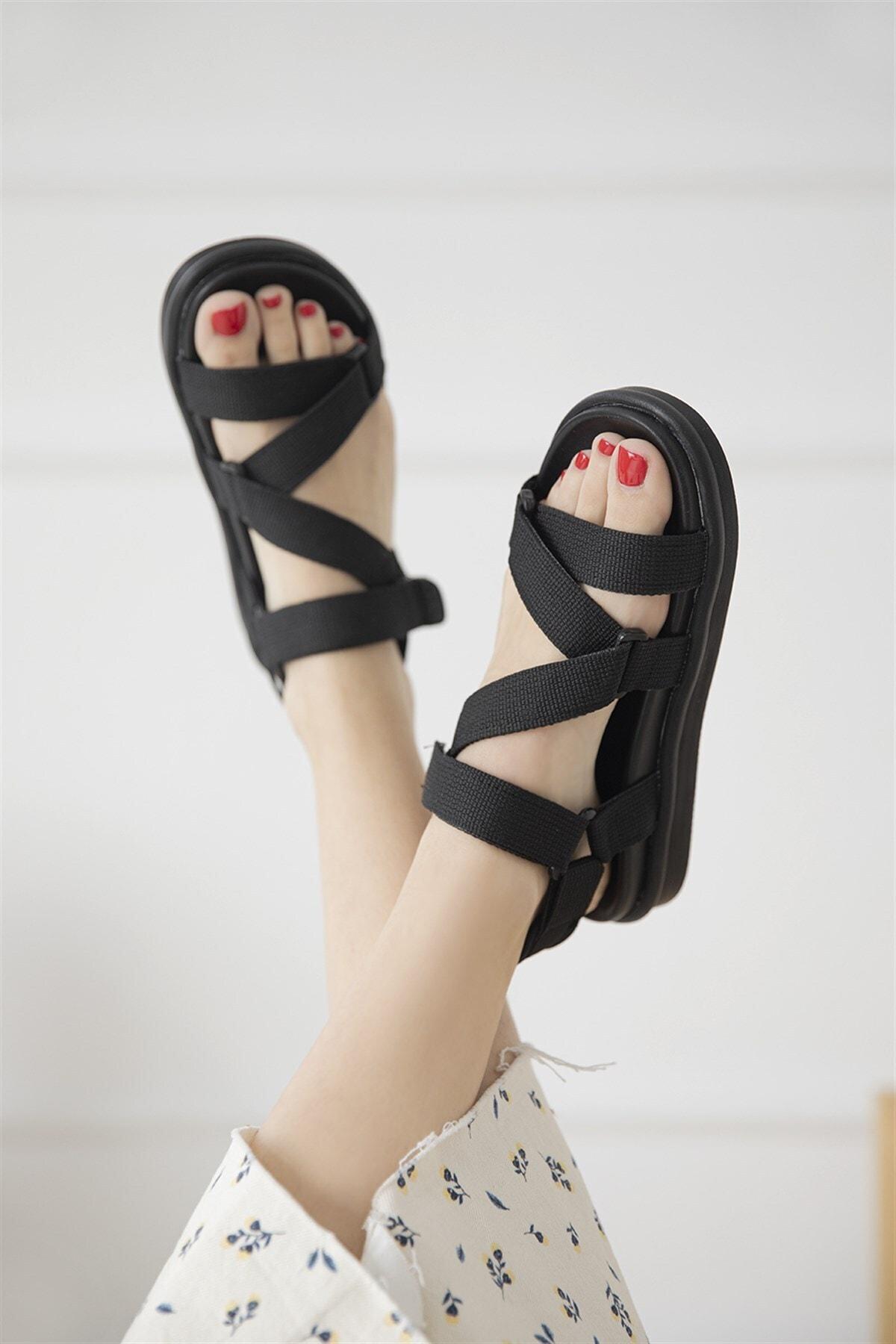 Kadın Siyah Cırt Detay Günlük Sandalet