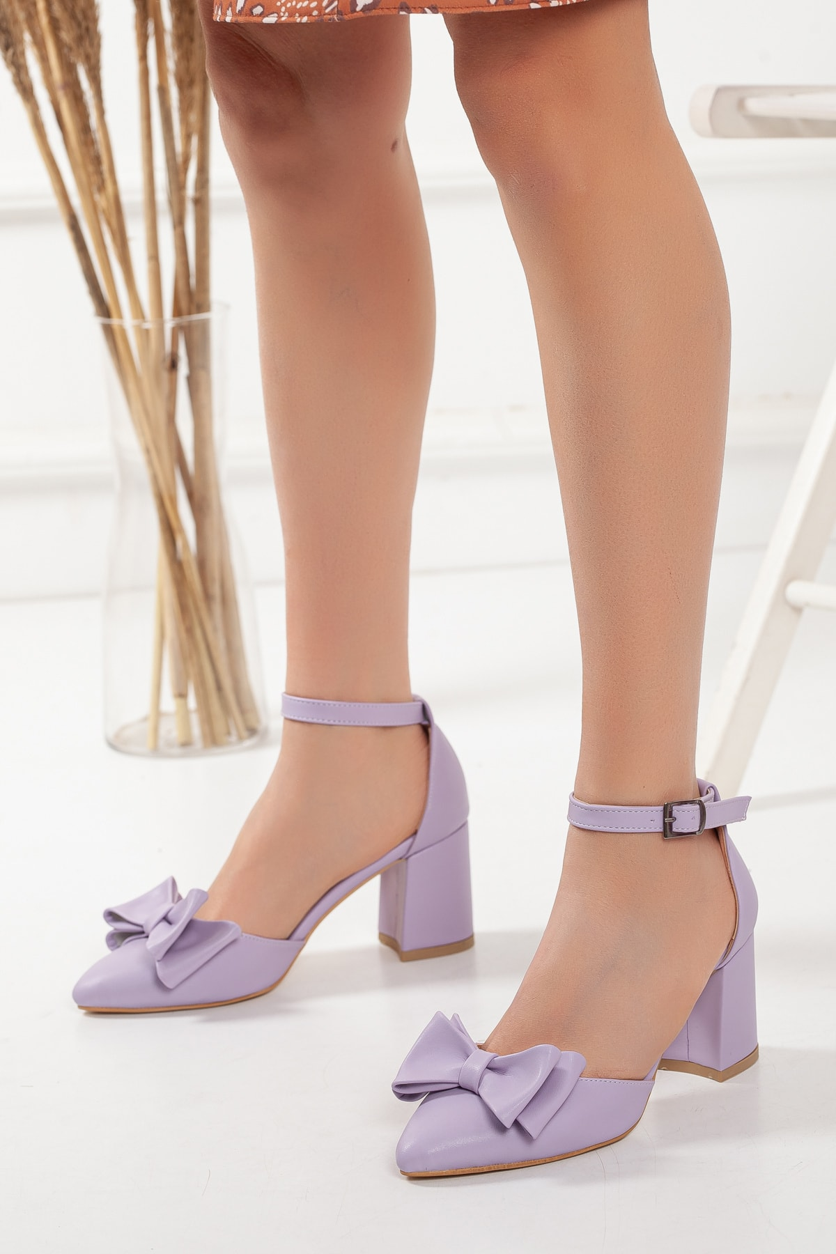 Kadın Lila Fiyonklu Ortası Açık Kalın Topuklu Ayakkabı